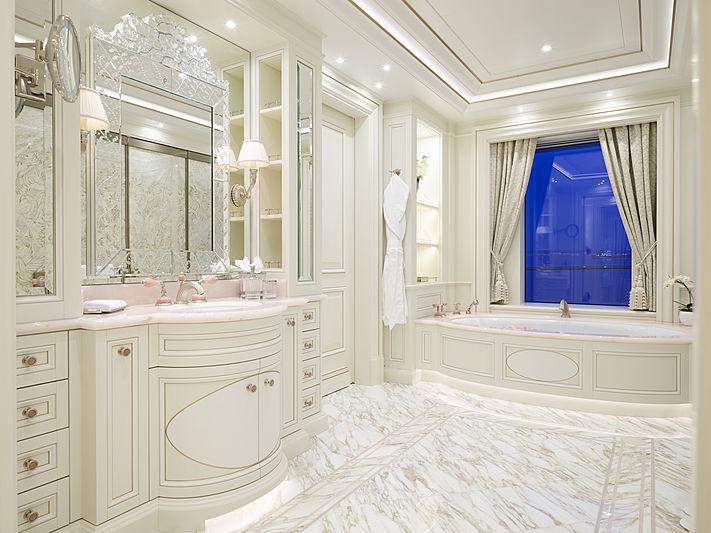 Tis yacht bathroom