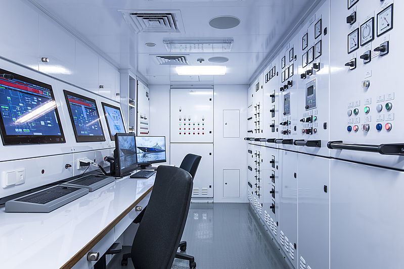 Tis yacht navigation desk