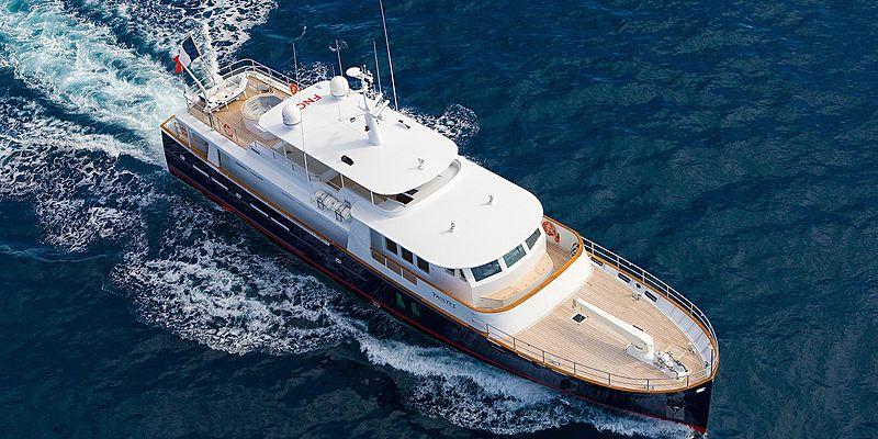Paolyre yacht cruising