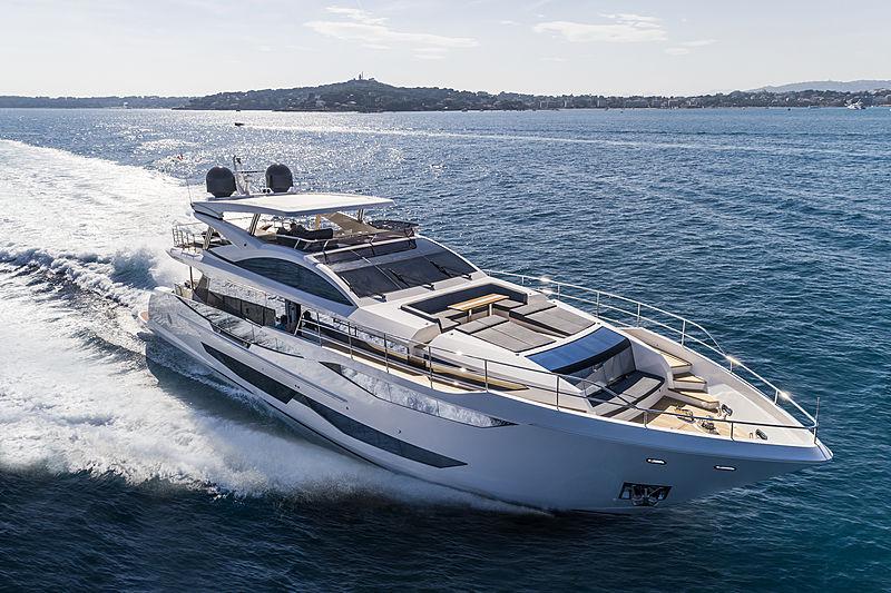 Pearl 95 yacht running