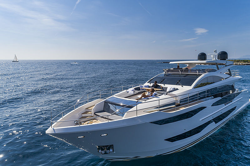 Pearl 95 yacht lifestyle