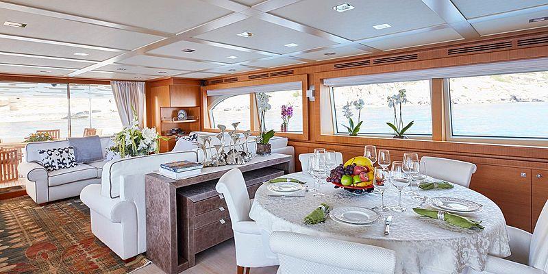 Deva yacht saloon