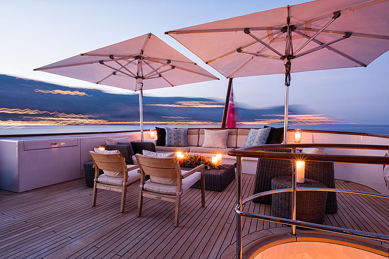 Blu 470 yacht deck