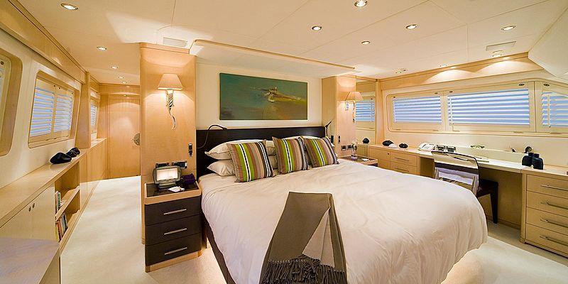 Salu yacht cabin