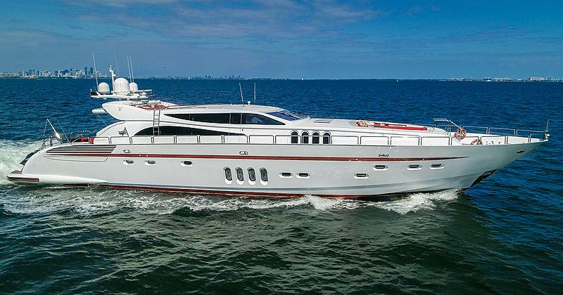 Asaska yacht running