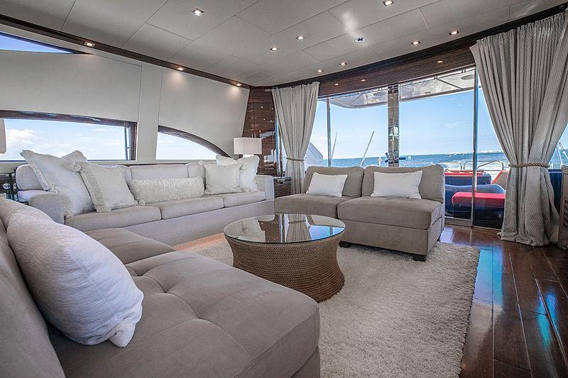 Asaska yacht saloon