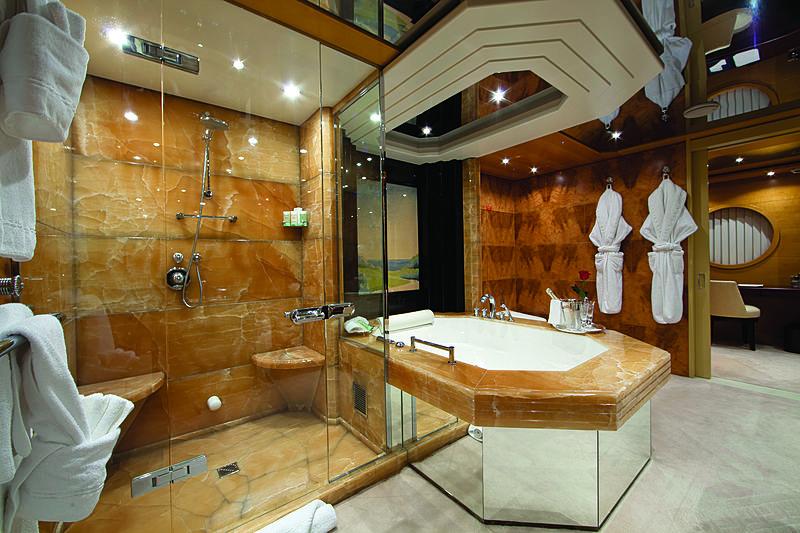 Sarah yacht bathroom
