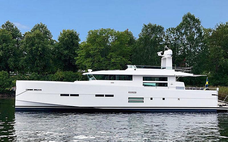 Delta Carbon 88/04 yacht cruising
