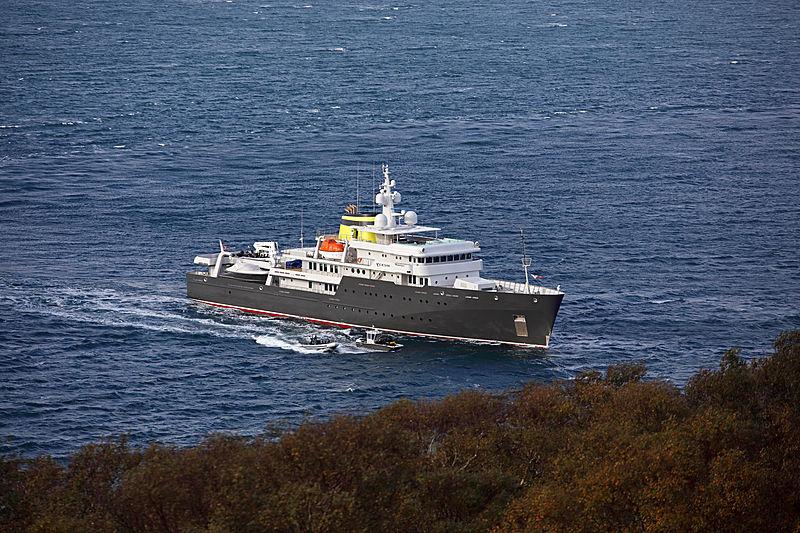 Yersin yacht running