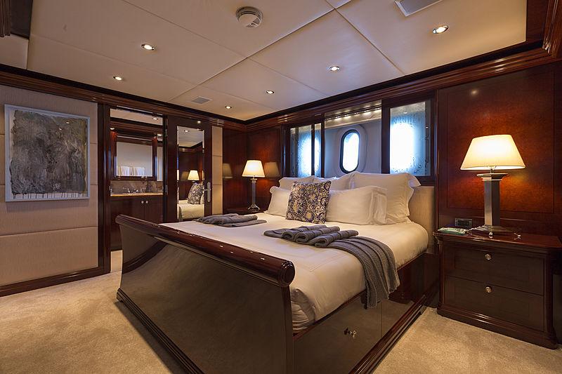La Dea II yacht stateroom