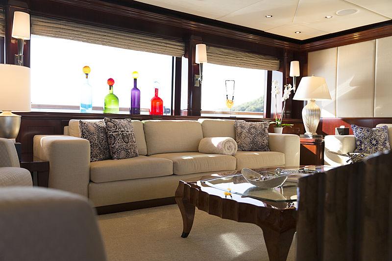 La Dea II yacht saloon