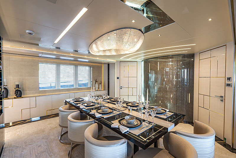 Lilium yacht by Bilgin Yachts dining