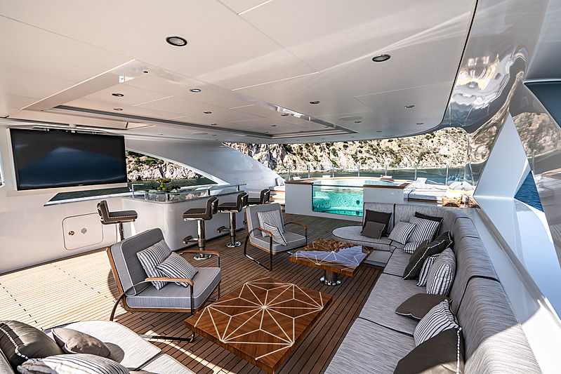 Lilium yacht by Bilgin Yachts top deck
