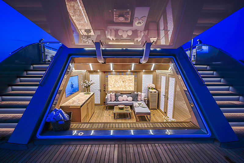 Lilium yacht by Bilgin Yachts beach club