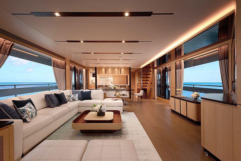 Horizon FD87/10 yacht saloon