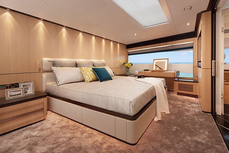 Horizon FD87/10 yacht stateroom