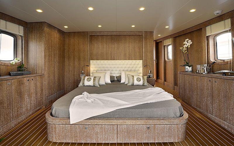Bully yacht cabin