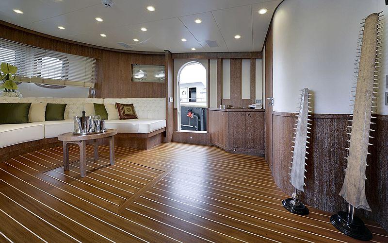 Bully yacht saloon