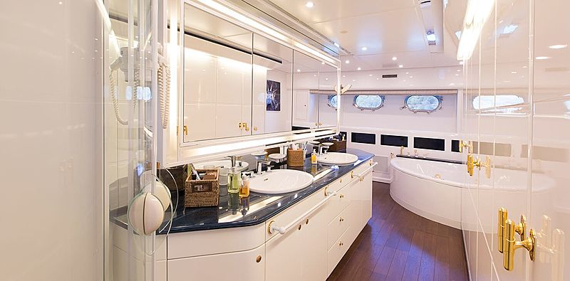 Pozitron yacht bathroom