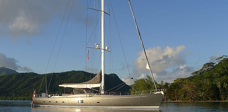 Silvertip B yacht at anchor