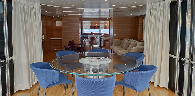 Aventus yacht dining table