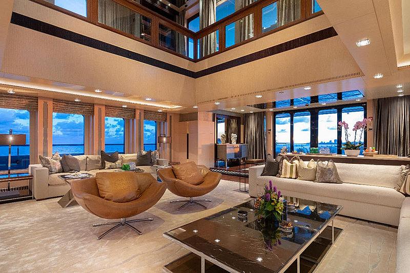 Honor yacht saloon