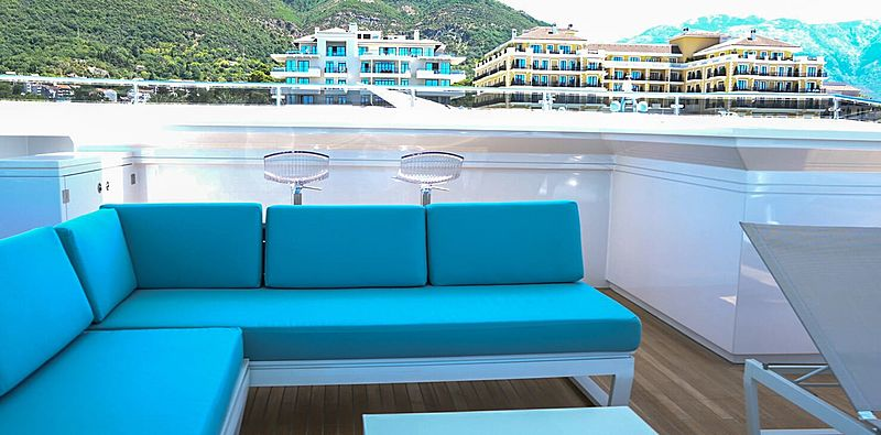 Serenitas yacht sundeck