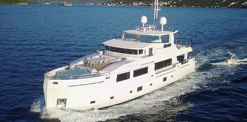 Serenitas yacht cruising
