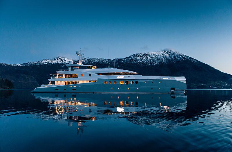 Event yacht cruising