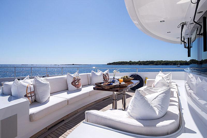 Clicia yacht foredeck