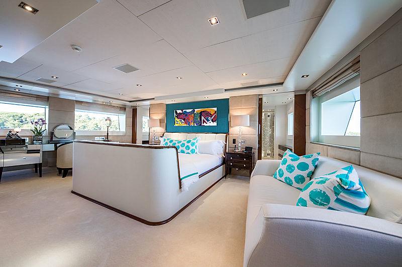 Clicia yacht saloon