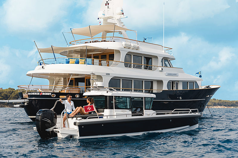Robbie Bobby yacht anchored