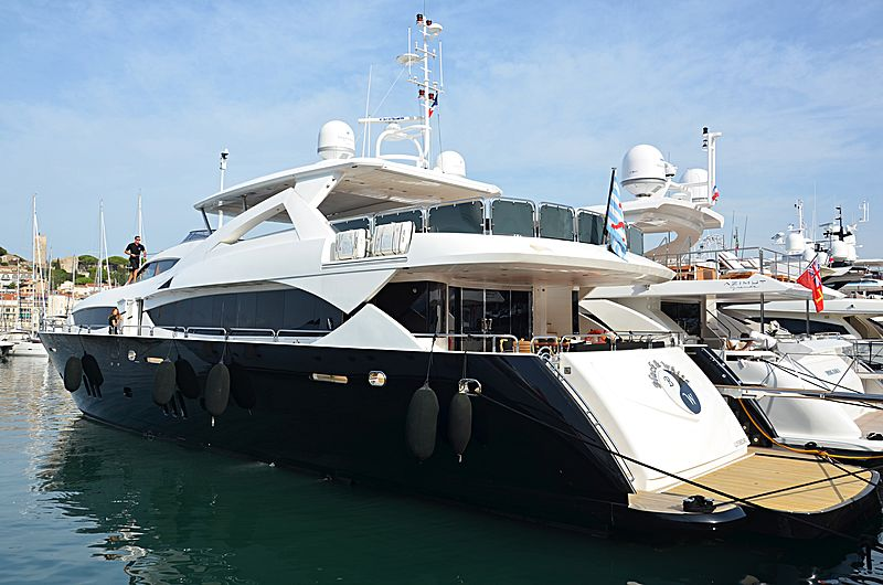 Black & white yacht in Cannes