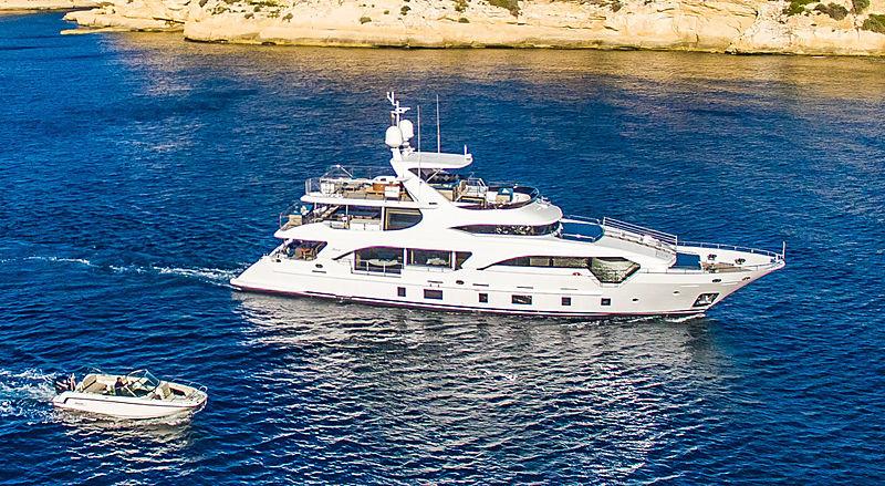 Lulu yacht running