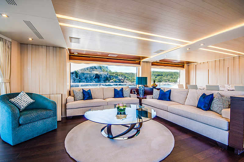 Lulu yacht main saloon