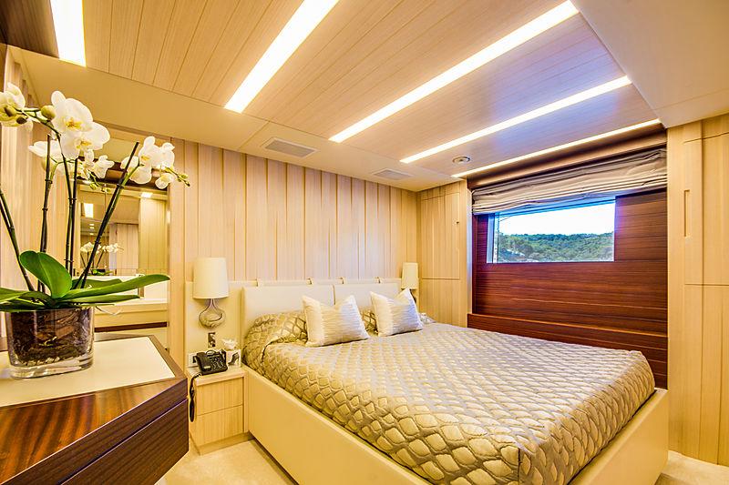 Lulu yacht guests's cabin