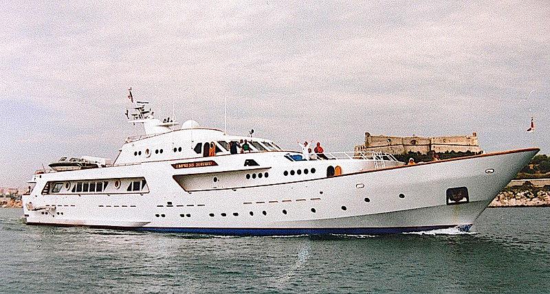 Empress Subaru yacht departing Antibes