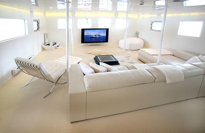 Akula yacht saloon