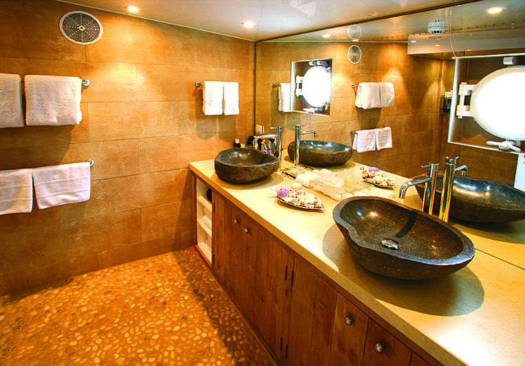 Akula yacht bathroom