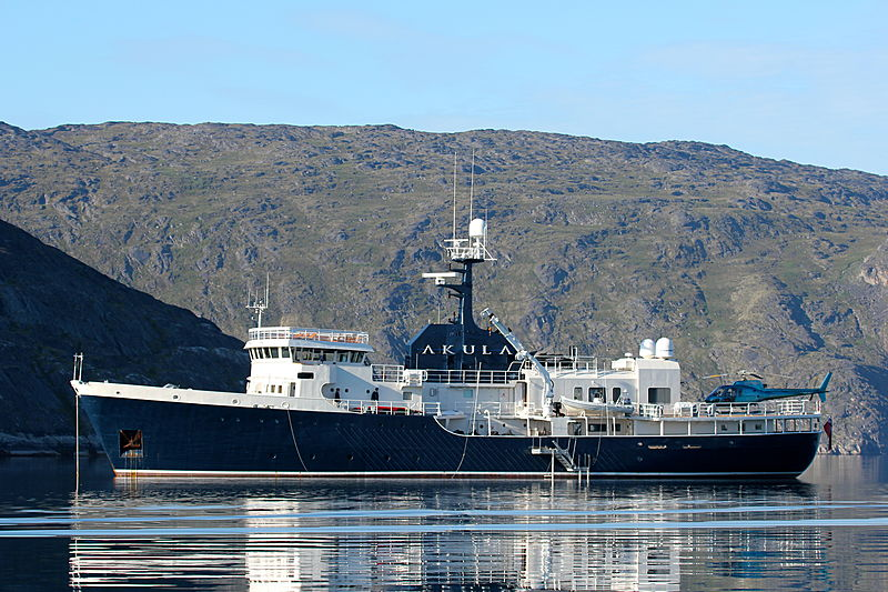 Akula yacht anchored