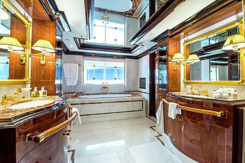 Bash yacht bathroom