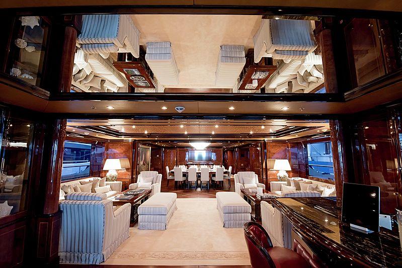 Bash yacht saloon