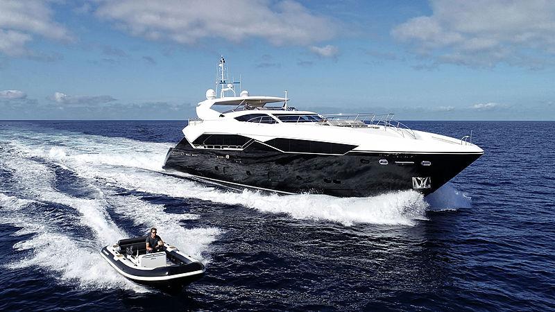 Chimera yacht by Sunseeker cruising