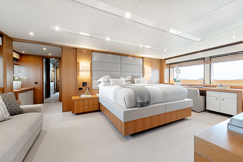 Chimera yacht by Sunseeker stateroom