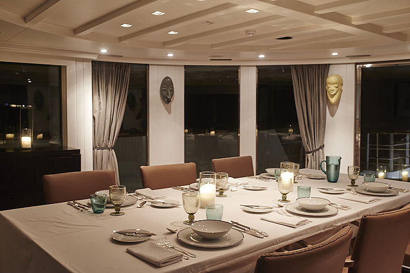 Menorca yacht dining table