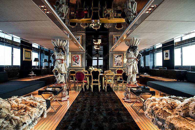 Regina di'Italia II yacht saloon