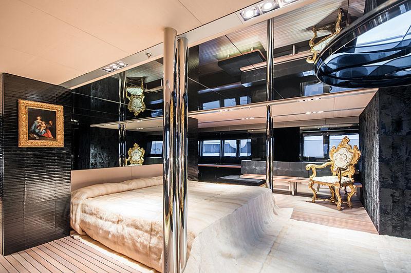 Regina di'Italia II yacht stateroom