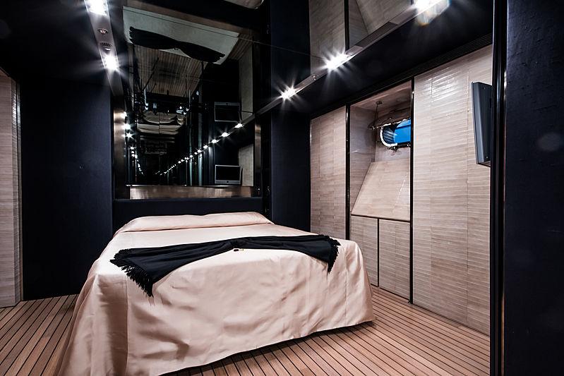 Regina di'Italia II yacht bathroom