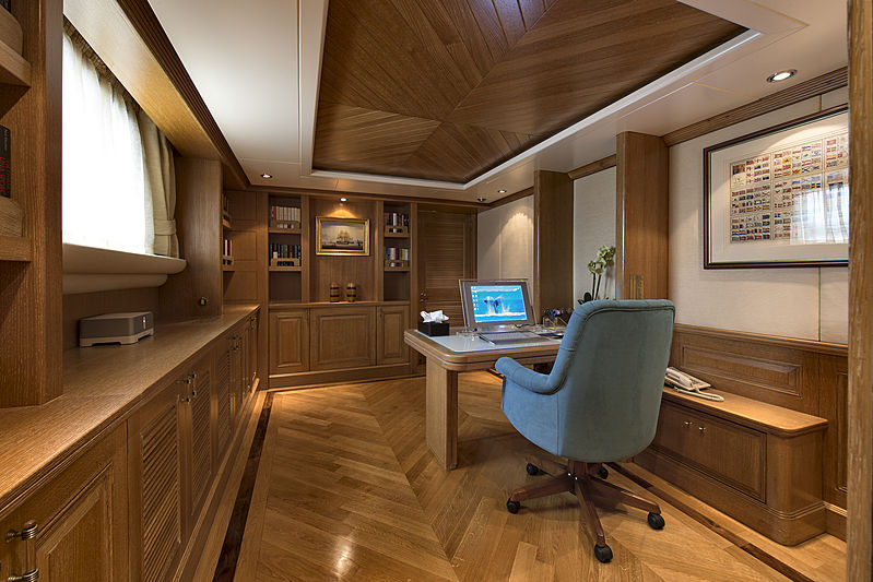 Tommy yacht owner's study