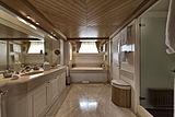 Tommy yacht bathroom